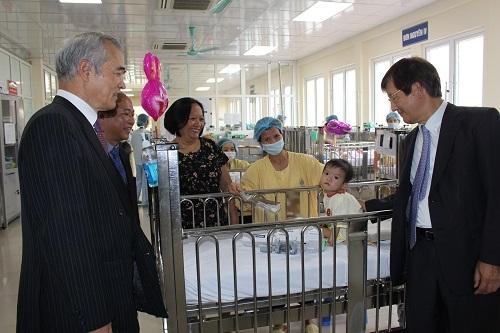 Bệnh viện Nhi Trung ương bảo vệ tối đa cho nụ cười trẻ em Việt Nam - Ảnh 2