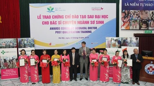 Vương quốc Anh hỗ trợ đào tạo sau đại học chuyên ngành sơ sinh cho bác sĩ Bệnh viện Nhi Trung Ương