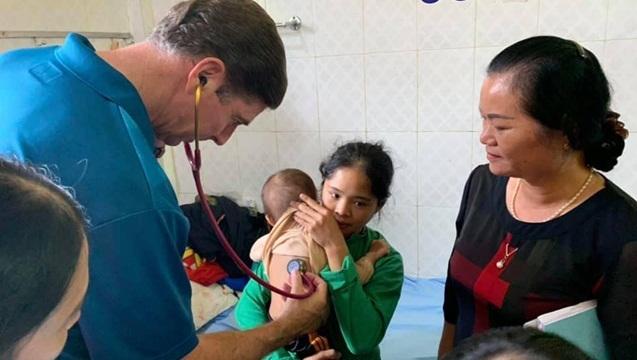Cùng chuyên gia Mỹ tăng cường hỗ trợ bệnh viện vùng cao