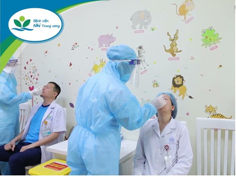 Bệnh viện Nhi Trung ương chủ động xét nghiệm Covid-19 cho cán bộ, viên chức, người lao động